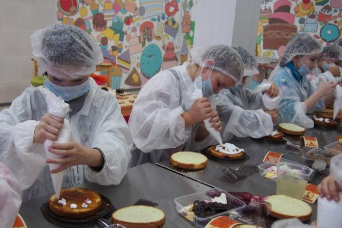 """Экскурсия на кондитерскую фабрику """"9 Островов"""" для школьников"""