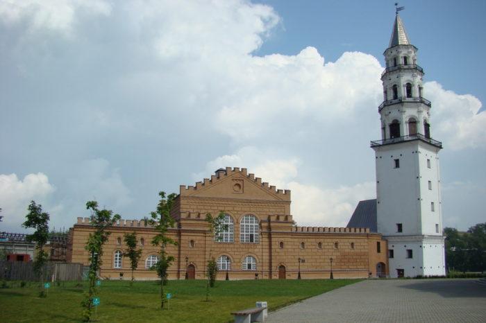 Невьянская наклонная башня и гончарная мастерская для школьников