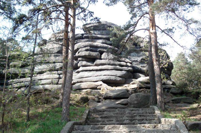 Каменные палатки на озере Шарташ в Екатеринбурге